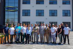 Zdjęcie grupowe delegacji UPM Raflatac i Serpol Cosmetics.jpg